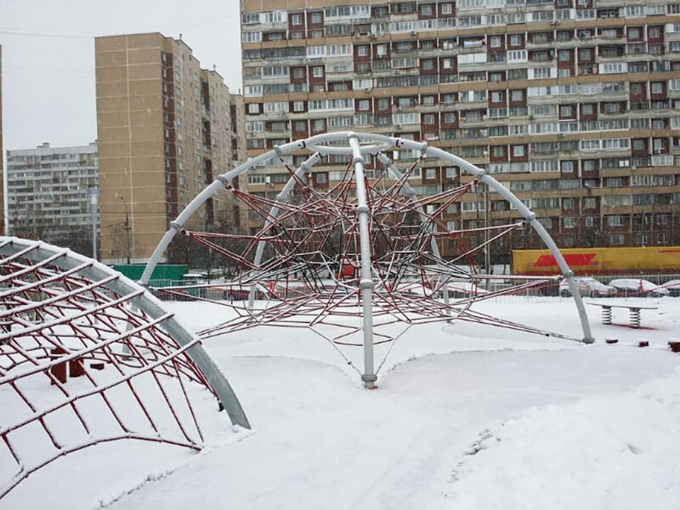 Redes : Des structures de cordes sculpturales